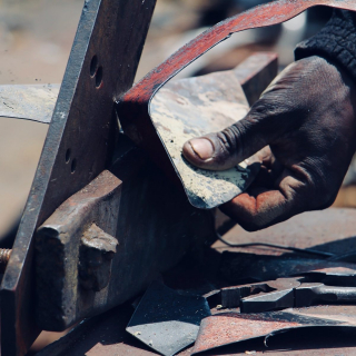 Workshop à Harare Zimbabwe, l'Art du recyclage pour la création de sculptures en métal recyclé #lesoizeaux #lesoizeauxdepassage #workshopinzim #metalrecycle #artaujardin