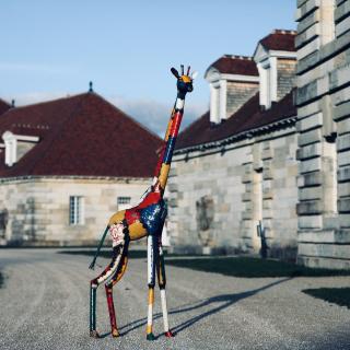 Sculpture en métal recyclé brut, Girafe d'environ 2 mètres de hauteur. Pièce unique crée à partir de tôles colorées de récupération #décojardin #sculpture #sculpturemetal #artrecycle #lesoizeaux #lesoizeauxdepassage #idéedéco #artaujardin #salineroyale #girafe
