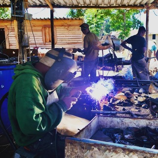 #workshop #soudure #sculpturemetal #decorationjardin #metalrecycle #artisanatmetal #artaujardin #lesoizeauxdepassage #arcetsenans #vezelay #artisanal