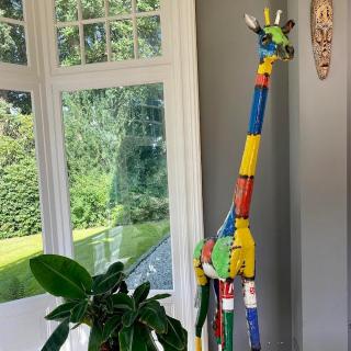 L une de nos girafe en métal recyclé «in situe» chez un fidèle client de notre galerie de Vézelay  #vezelay #lesoizeaux #girafe #sculpturemetal #lesoizeauxdepassage #artaujardin