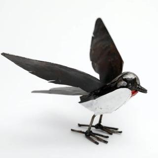 Une belle hirondelle en métal recyclé  #lesoizeauxdepassage #arcetsenans #sculptures #fairtrade #oiseaudeco #oiseau #decojardín