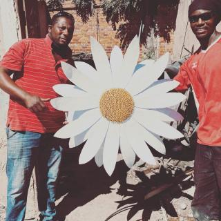 Fleur XXL pour une déco originale #lesoizeauxdepassage #lesoizeaux #vezelay #arcetsenans
